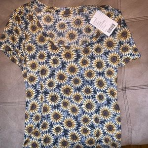 DAISY TEE - URBAN OUTFITTERS
